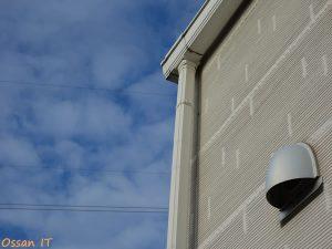 RX100で撮った空と家の壁