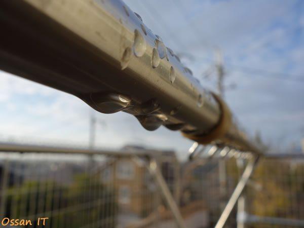 RX100で撮った物干し竿の水滴