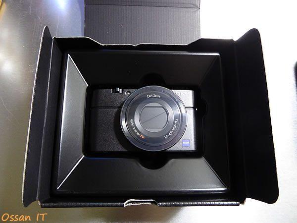 RX100の箱を開けたところ、本体は小さい