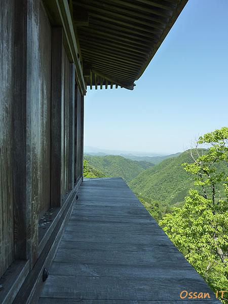 三徳山の奥の院へ至る登山道の途中にあるお堂