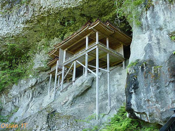三徳山の奥の院である投入堂その1