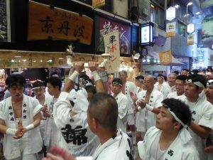 錦市場で祇園祭の八坂神社の神事に遭遇その2