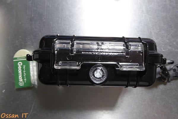 RX100用にピッタリのPELICAN1010ケース、バックル回り