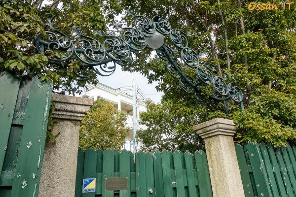 神戸北野をRX100M3で撮ってみた、アンダーセン邸の門