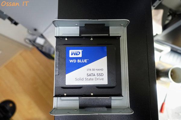 アダプターを介してWD Blue 3D NAND SATA SSDを組み込む